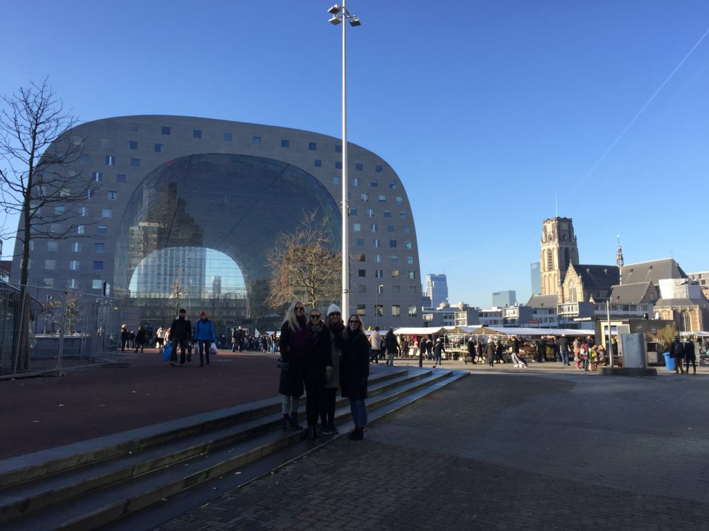 Venninner på tur i Markthal. Foto: Veronika Liverud Krathe