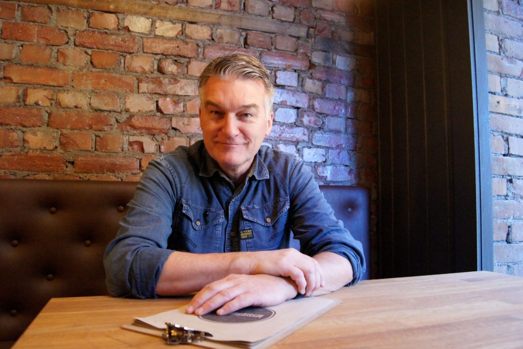 Tom Wivegh er en av 40 eiere av Mysterud Bar. Han er overveldet over responsen baren har fått av lokalmiljøet.